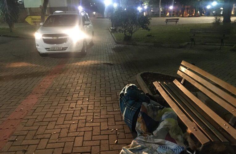 Em madrugada com muito frio, Operação Migrante acolhe 50 pessoas nas ruas de Botucatu