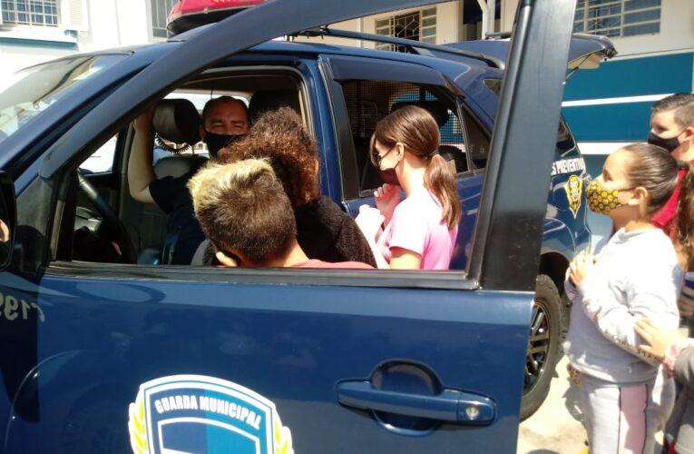 Alunos do Patrulha da Paz visitam a sede da Guarda Municipal de Botucatu
